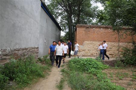 邢台市店到扶贫点小杨庄慰问驻村工作队和老党员、贫困户